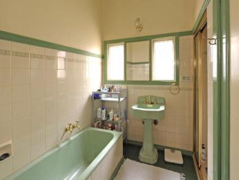 baie verde alb mica