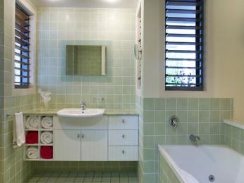 baie faianta alb verde