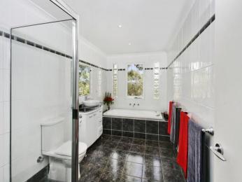 faianta alb cu negru in baie