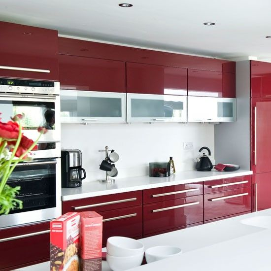 Colourful Modular Kitchen Design: Bucatarie Rosie Moderna: Poze, Modele De Mobila